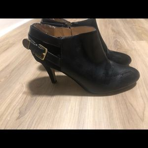 Like new condition Unisa ankle booties size 7.5